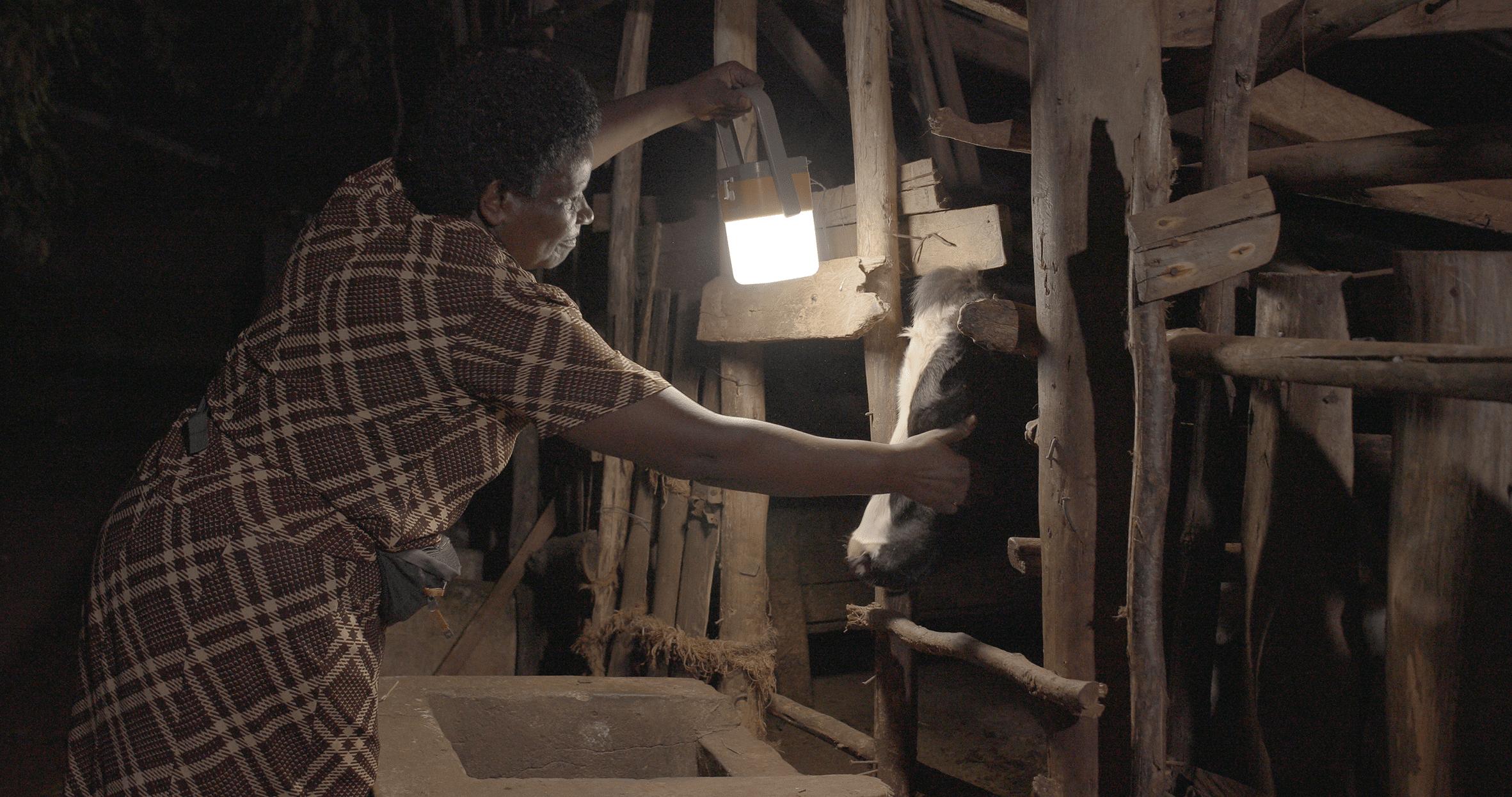 Femme avec une family SUNSHINE (reportage Ouganda 2020)